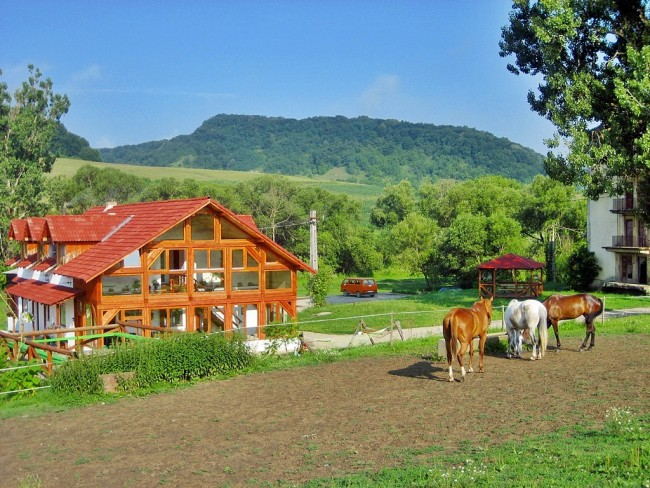 Cross Country Farm calarie1 650x488 1