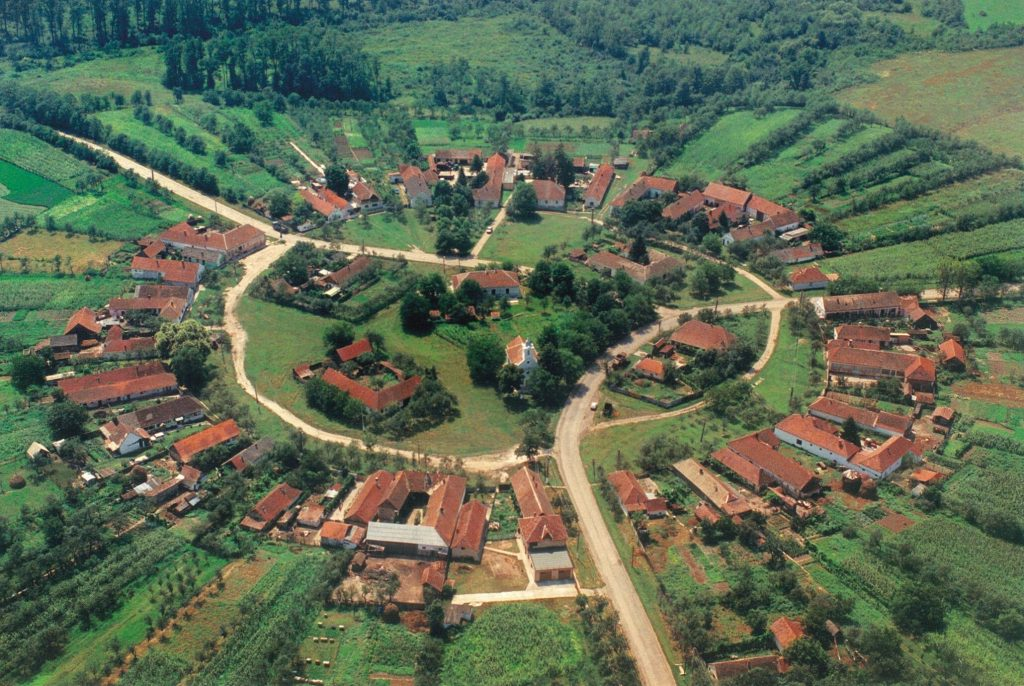charlottenburg satul rotund din romania 00
