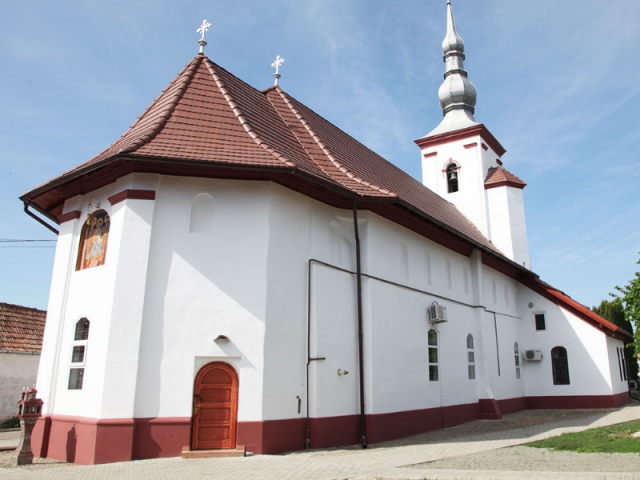 Biserica Sfanta Treime Fagaras 640x480 1
