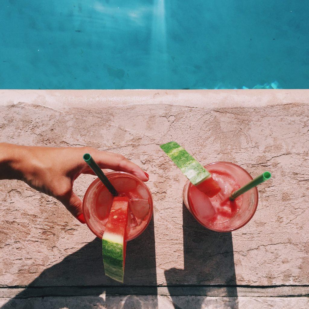 watermelon mojitos by the pool XJP6EZX