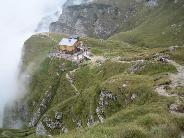 cabana caraiman muntii bucegi