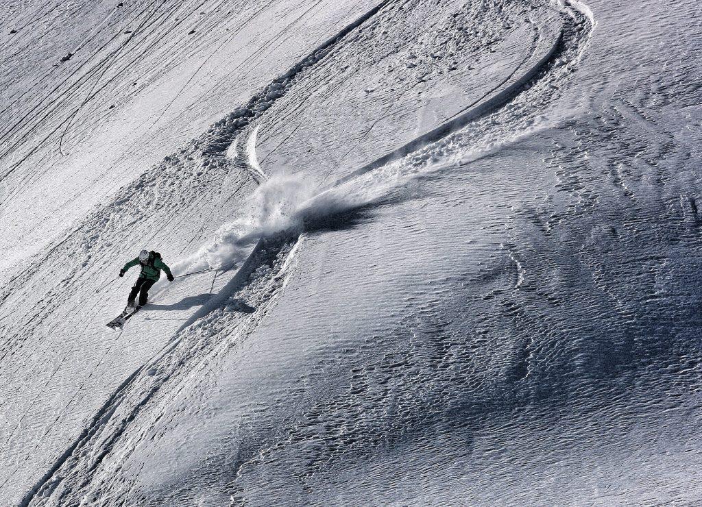 skiing K27M6G5