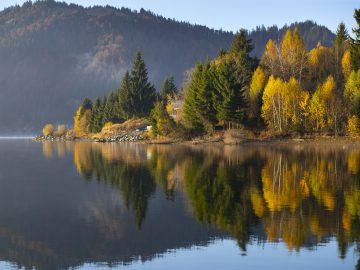 lovely autumnal landscape with fog over the lake Z5ZJNEC