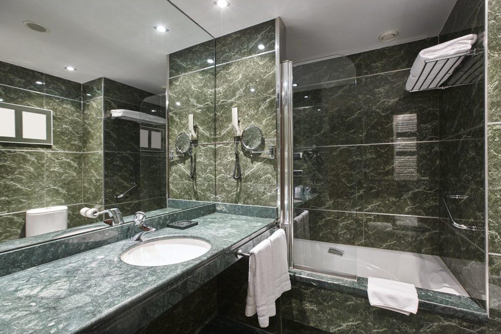 luxury bathroom in green marble decoraton hotel ho ESQX5K7