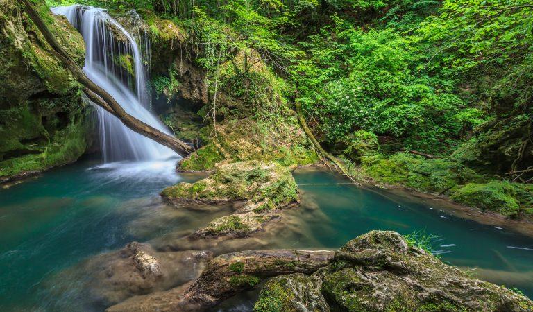 Cunoști cascada ce a uimit turiștii de pretutindeni?