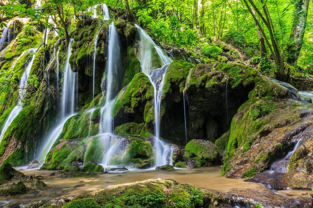 beusnita waterfall PMDHAY4