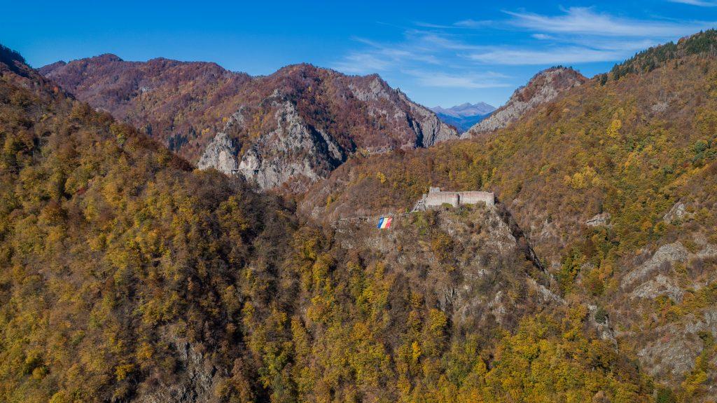 ruined poenari fortress romania CERPDLZ