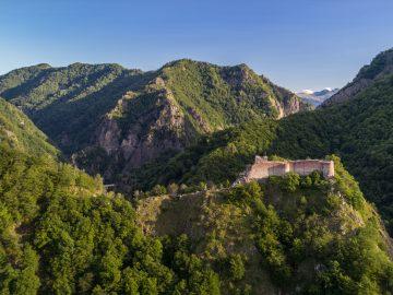 ruined poenari fortress romania PN5PAYT