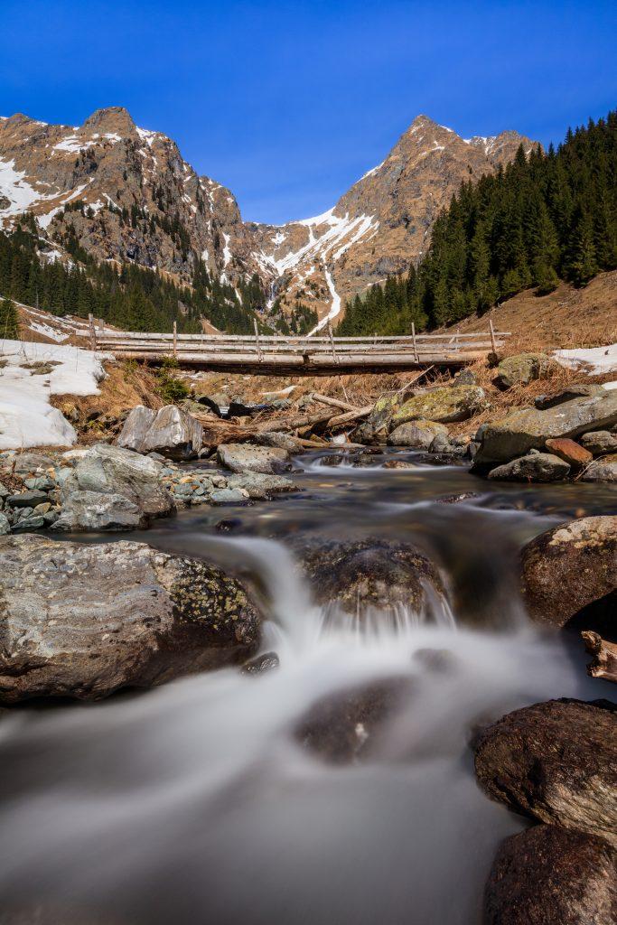 the fagaras mountains romania P4G9QHD