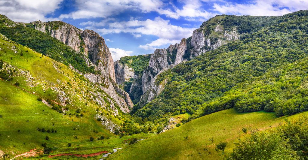 turda gorge cheile turzii is a natural reserve wit TYBE29C