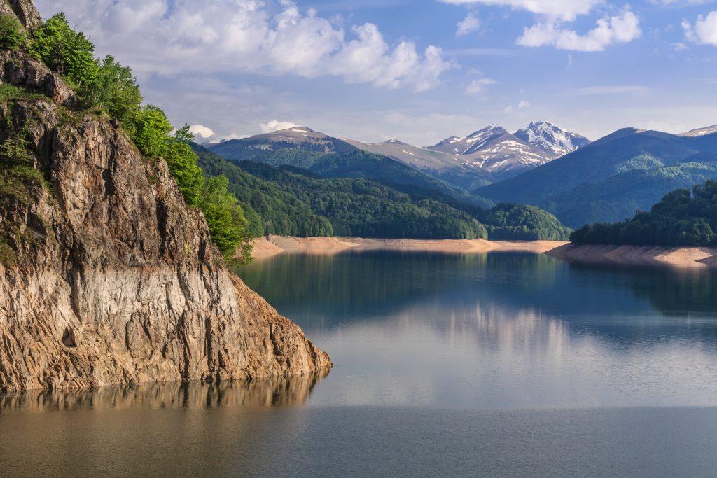 vidraru lake romania ZYQBRQY 1