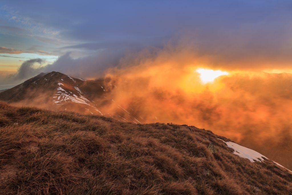 sunrise in fagaras mountains PKXZDUW
